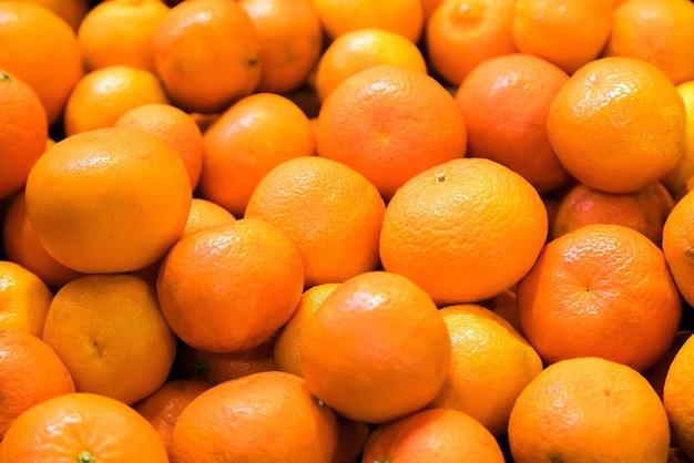 과일 시장에서 판매를위한 신선한 만다린 오렌지