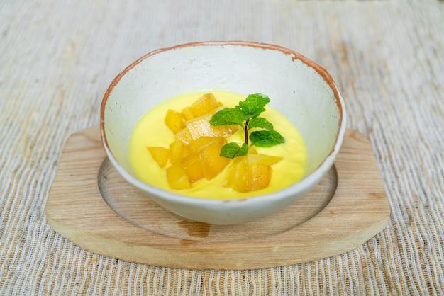 Свежее манго с йогуртом