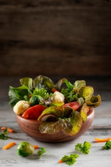 Fresh mixed green salad with tomatoes