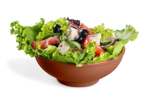 Салат из свежих овощей в миске