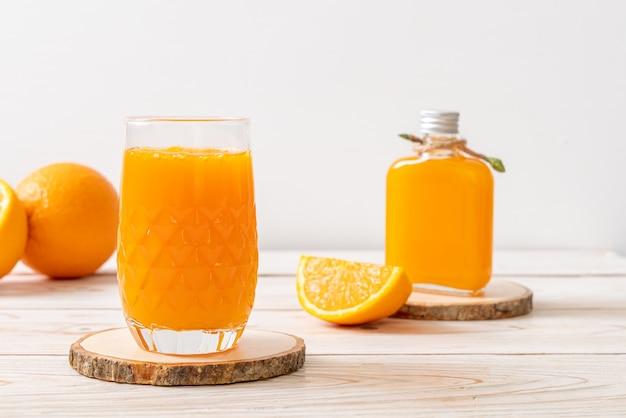 Стакан свежего апельсинового сока
