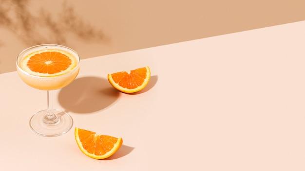 신선한 오렌지 마가리타 칵테일
