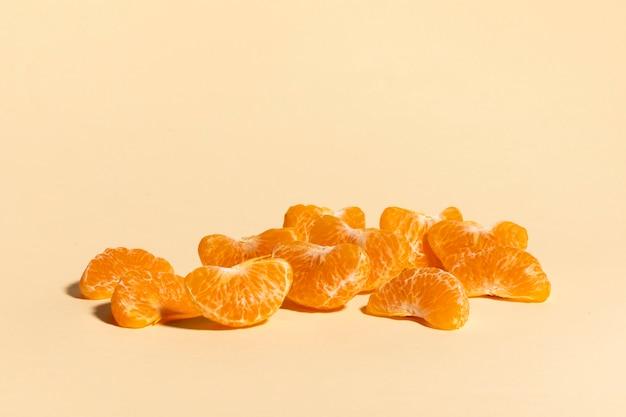 노란색에 신선한 오렌지