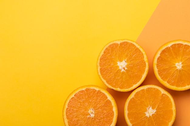 배경색에 신선한 오렌지 조각