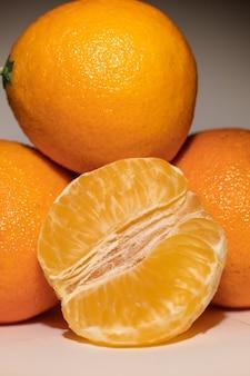 Свежие апельсиновые мандарины крупным планом, мандарин макро фрукты