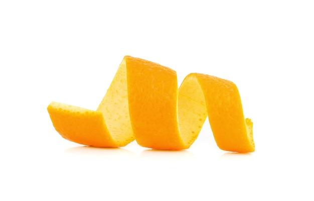 Свежий апельсиновый поворот на белом изолированные