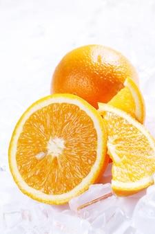 Arance fresche e ghiaccio