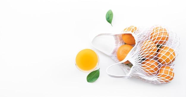エコホワイトバッグに新鮮なオレンジ