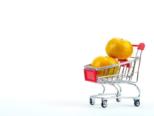The fresh oranges and shopping cart