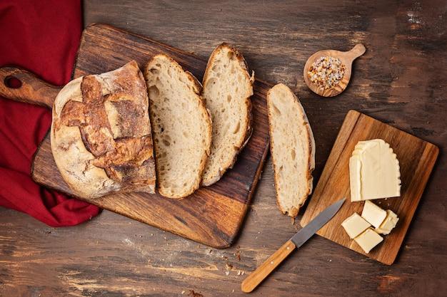 신선한 유기농 장인 빵. 건강한 식생활, 현지 수제 빵 요리법 개념을 구입하십시오. 평면도, 평면 위치