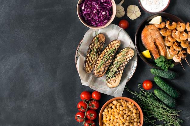 素朴なランチに新鮮な有機食品