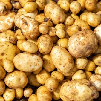 Свежий органический картофель крупным планом