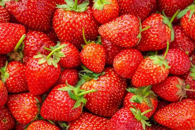 Свежие органические клубники фруктовый фон