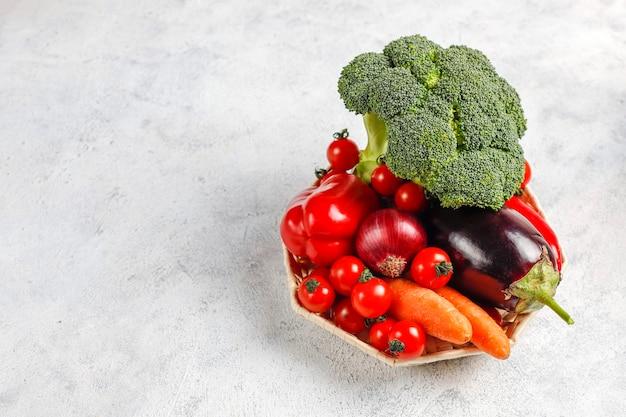 新鮮な有機野菜。