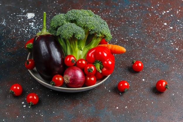 Свежие органические овощи.