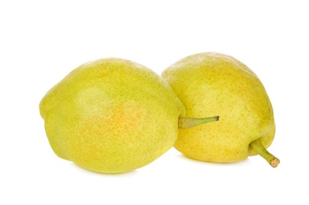 ホワイトスペースで分離された新鮮な梨の果実