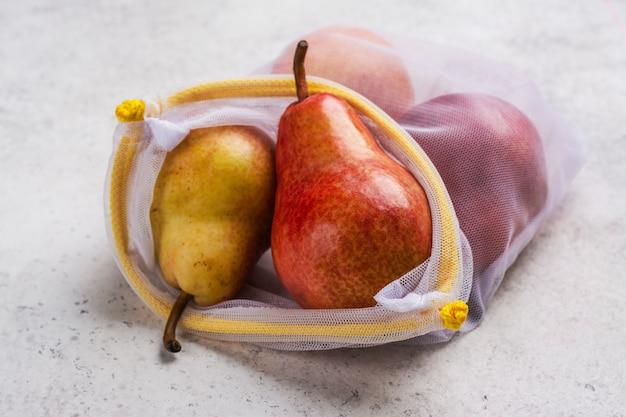 エコバッグに入った新鮮な梨、廃棄物ゼロ