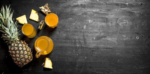 Свежий ананасовый сок.