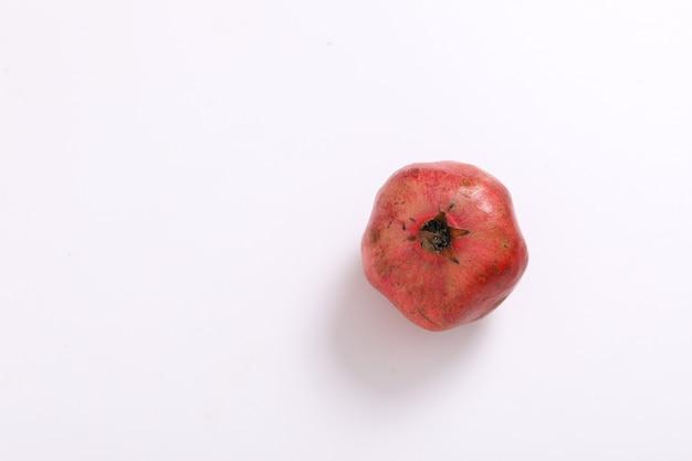 Свежие плоды граната