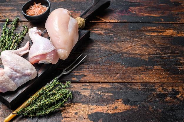 복사 공간 신선한 생 닭 고기 부품 배열