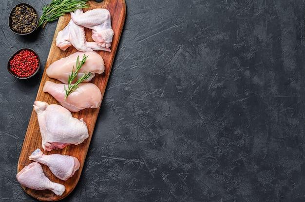 복사 공간 신선한 생 닭 고기 부품 구색