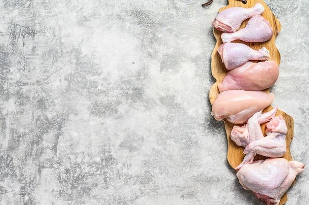 복사 공간 신선한 생 닭 고기 부품 구성