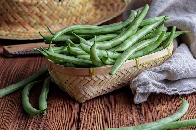 Fresh and raw green peas.