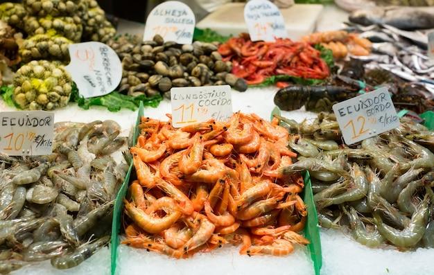 Свежие сырые морские продукты