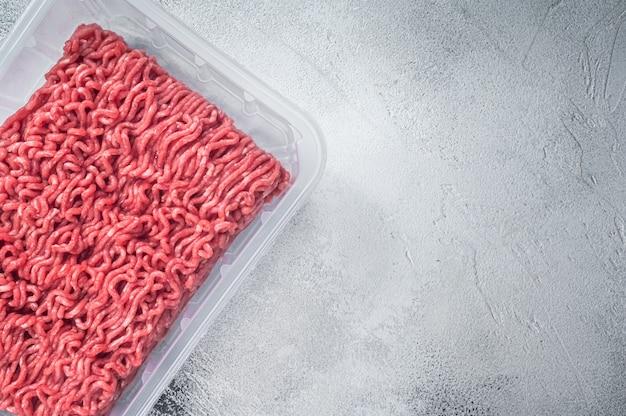 진공 포장에 신선한 생 쇠고기와 돼지 고기.