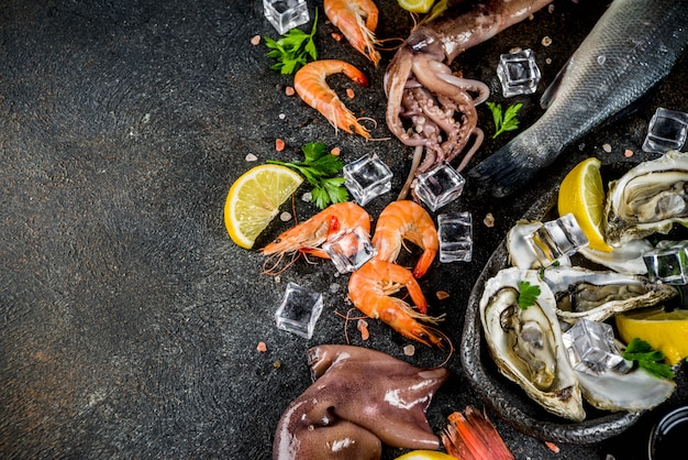 Свежие сырые морепродукты