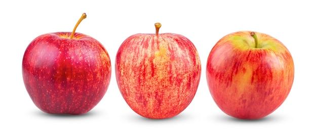 白い表面に分離された新鮮な赤いリンゴ