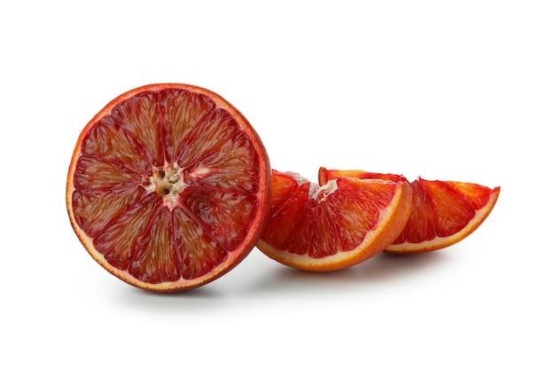 Свежий красный апельсин, изолированные на белом фоне