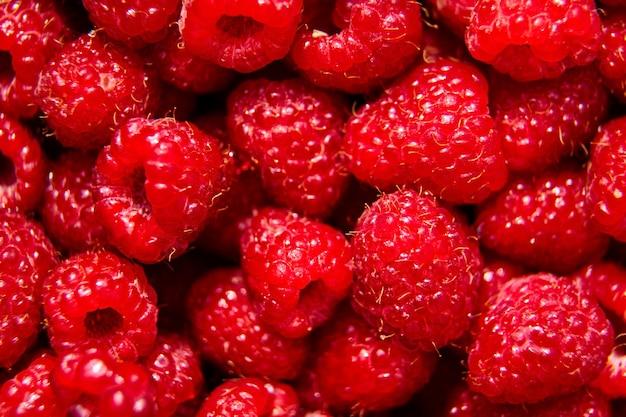 新鮮な赤い熟したラズベリーの背景