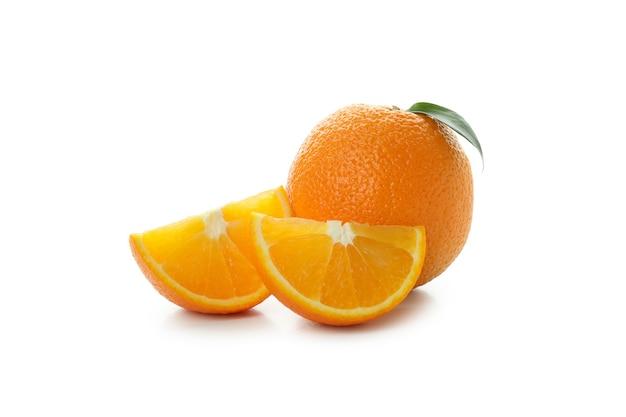 신선한 익은 오렌지 흰색 배경에 고립