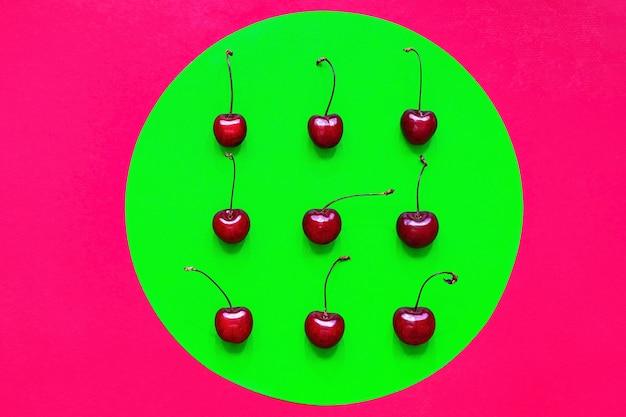 Свежие спелые органические вишни плоская планировка летних ягод