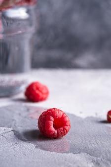 熟したラズベリーの新鮮な果物