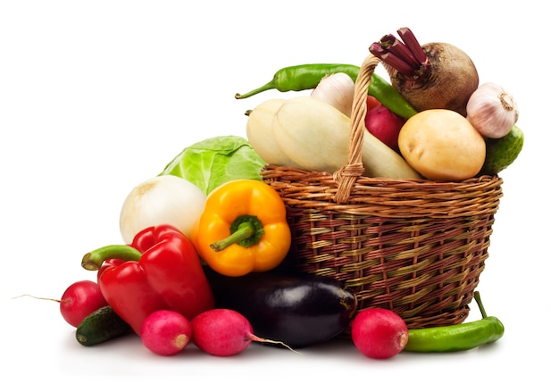 흰색 바탕에 신선한 익은 야채
