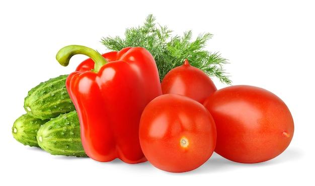 Салат из свежих овощей (огурцы, сливы, красный перец, укроп), изолированные на белой поверхности