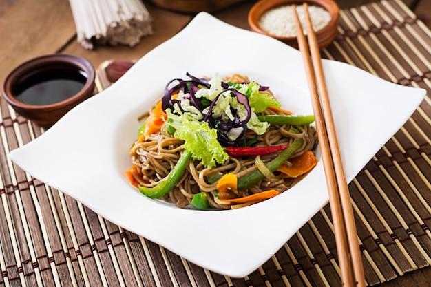 牛肉と野菜のサラダ