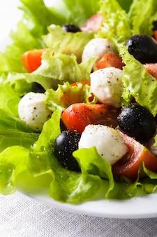 モッツァレラチーズと野菜のフレッシュサラダ