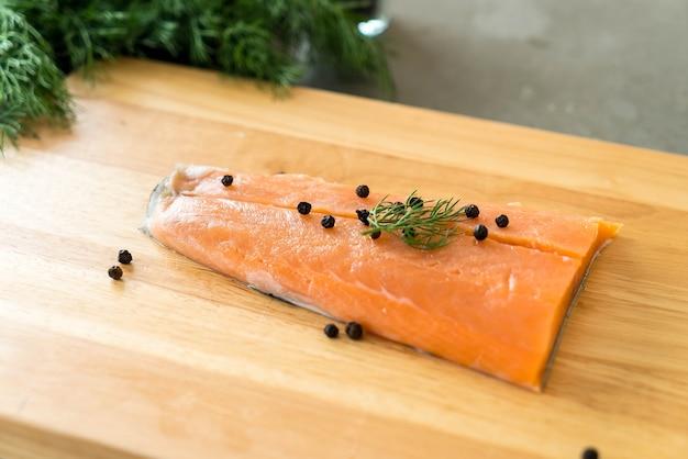 Свежее филе лосося на борту Бесплатные Фотографии