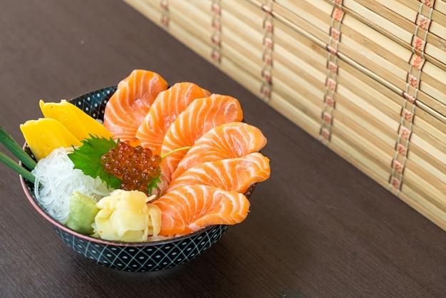 サーモン丼(どんぶり)