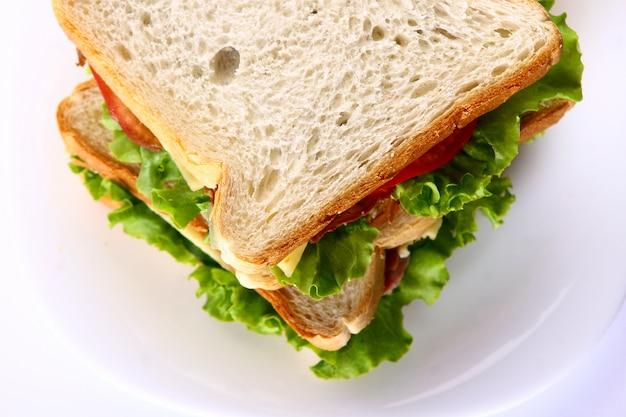 야채와 토마토와 신선한 샌드위치