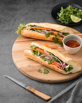 Fresh sandwiches with vegetables and sauce