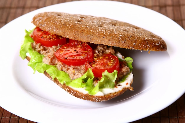 Fresh sanswich with tuna and vegetables