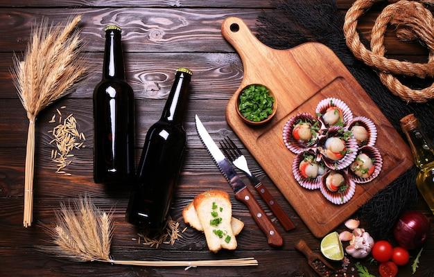 Свежие гребешки с пивом, овощами и специями
