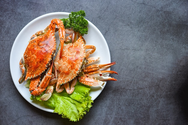 신선한 해산물 게 요리 음식, 찜 또는 삶은 블루 스위밍 크랩 바다 음식