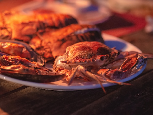 新鮮なシーフードカニは焼肉のバーベキューをディナーにご用意しています。