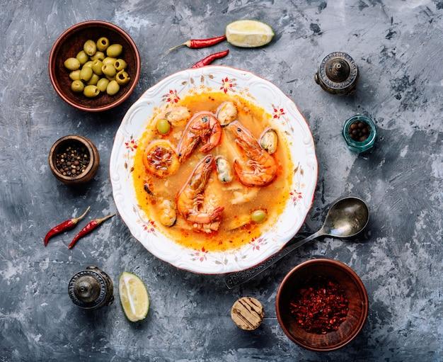 Суп из свежих морепродуктов