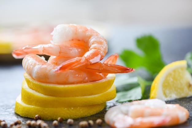 Fresh shrimps on lemon served on plate